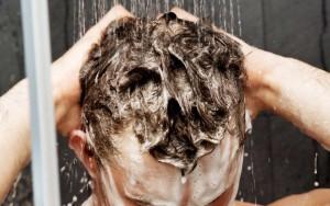 Cách gội sạch Build up gốc dầu trên tóc